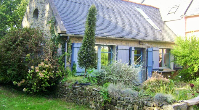 A Courtyard Garden for a Woodland Cottage