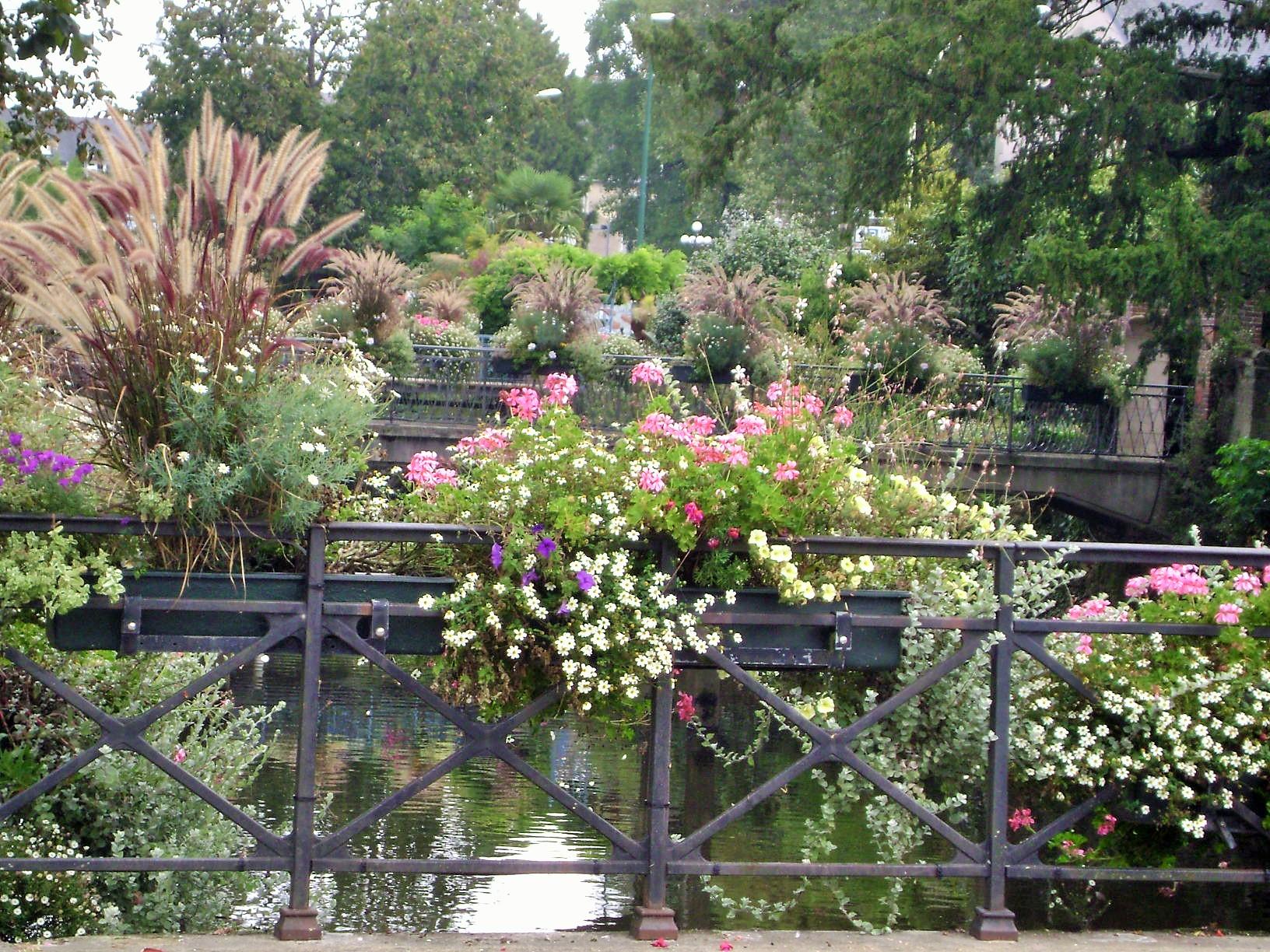 Container Gardening Ideas: Flowered Bridges of Quimper