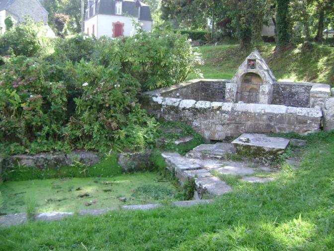 A French Wash House and Cottage Garden in Roscanvel