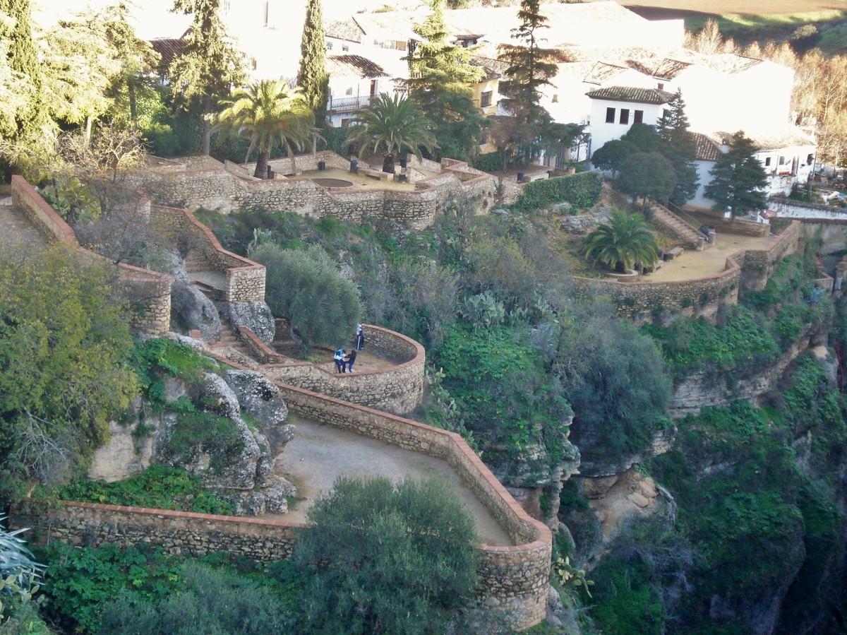 Jardines de Cuenca: A Cliffhanging Garden in Ronda, Spain