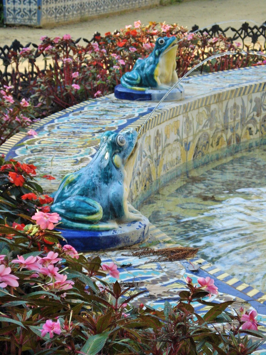 Maria Luisa Park in Sevilla: Fountain of the Frogs and Island of the Birds